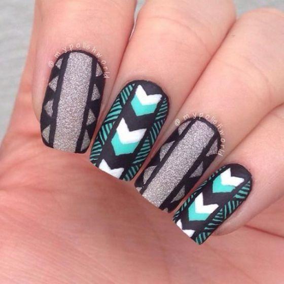 Acá vislumbrarás uñas largas, pero también otros diseños bellos y variados que sólo superan en 2 centímetros el tamaño de la uña normal.